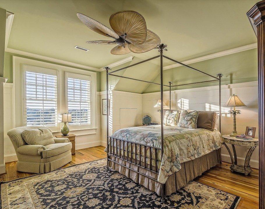 Mid-century Modern Style Bedroom